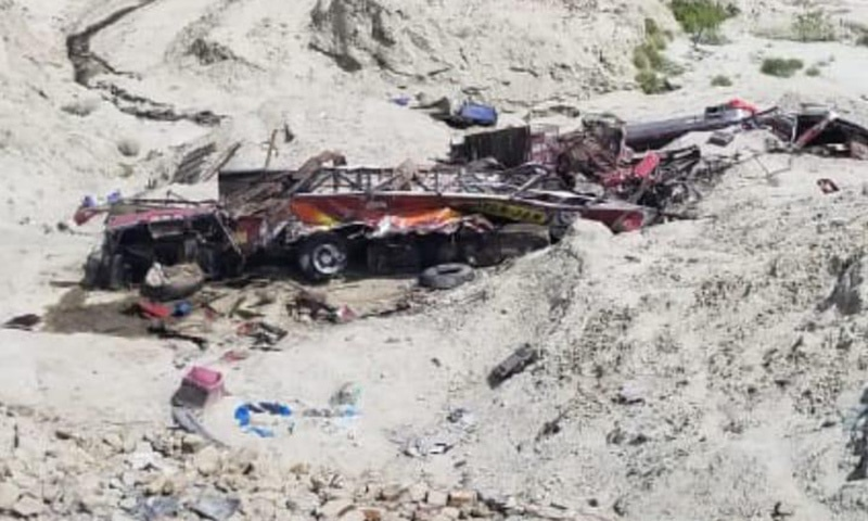 11 killed as coach plunges