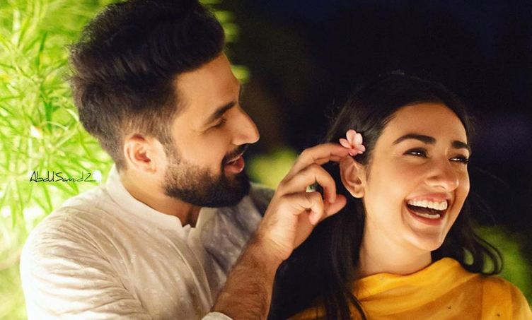 Video: Falak Shabir sings first song for Sarah Khan after marriage